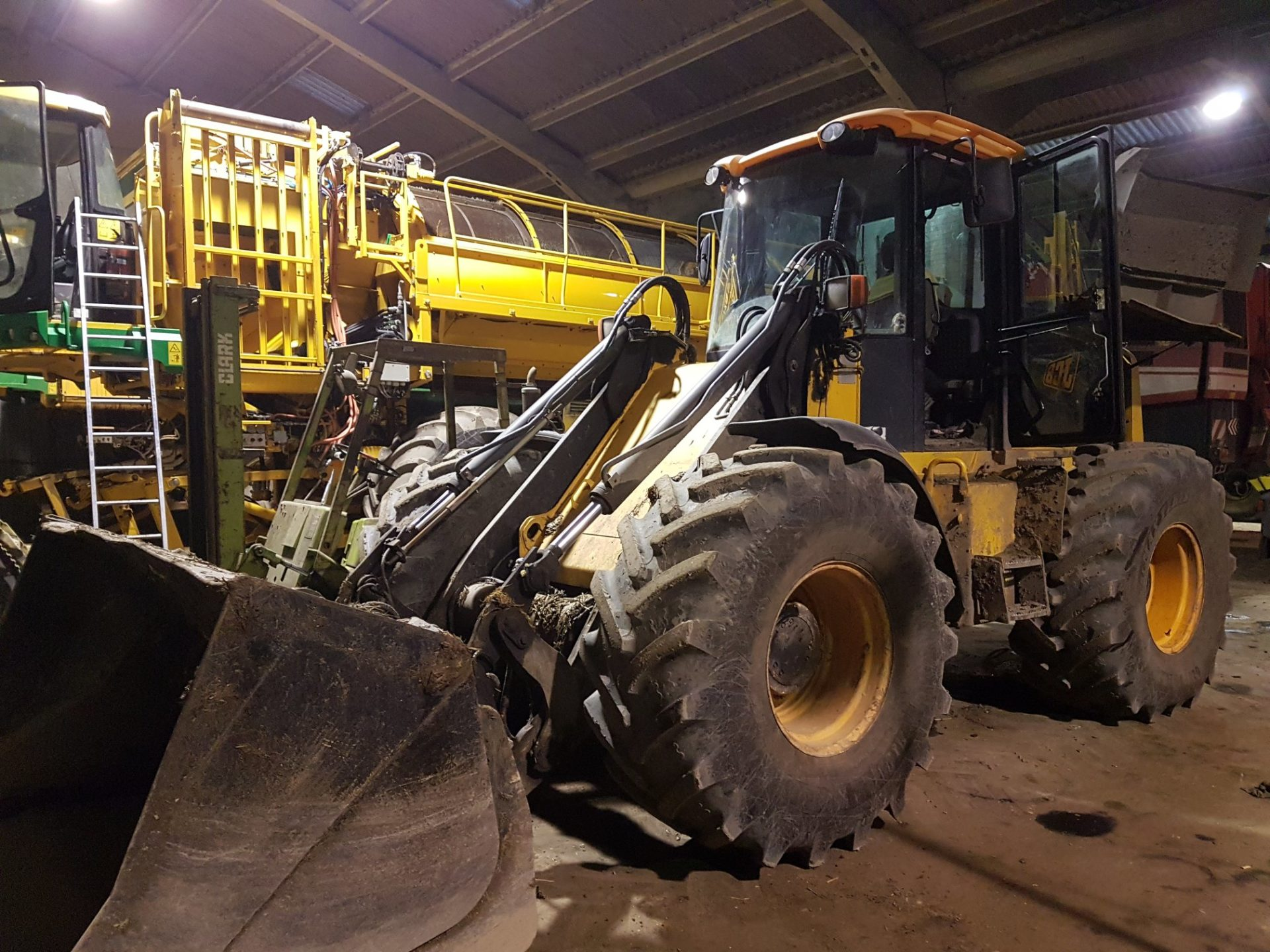 CHARGEUSE JCB